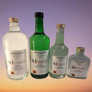 Ethylalkohol in Glasflaschen mit Schraubverschluss